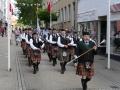 Marsch durch die Stadt - Begleitung der Ringreiter und ihrer Pferde